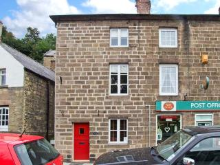 POST OFFICE COTTAGE, WiFi, close to amenities, pretty views, three-storey cottage in Cromford, Ref. 25756