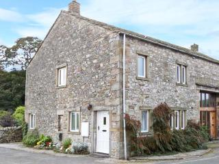 1 MAYPOLE BARN, stone-built conversion, pet-friendly, enclosed patio, country views, in Kettlewell, Ref. 27213