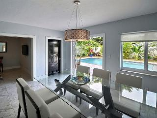 Villa Acqua - Serene Tropical House - Heated Pool!, Fort Lauderdale