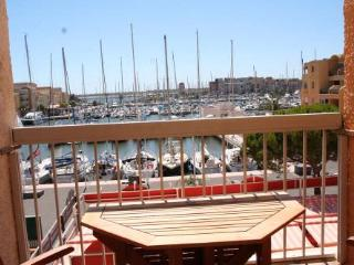 Apartment by the beach with pool & stunning views, Gruissan