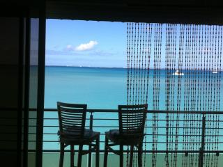 Luxury Condo directly on the beach of Grand Case Center
