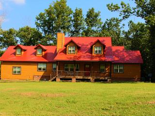 Large vacation home in the woods., Fayetteville