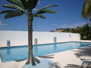 Low price! Charming 2 bed ph only steps to beach!, Playa del Carmen