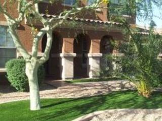 Private Relaxing Resort Home Year Round Heated Pool, Goodyear