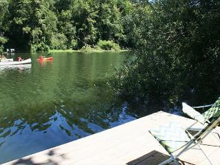 'Riverlands' Riverfront Home,Best Area on the River! Private Dock! HOT TUB!, Guerneville