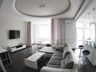 Apartment in the center with a sea view, Odesa
