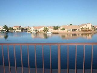 Lakefront Villa with awesome view from every room, Peoria