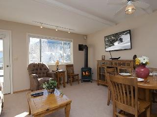 Ski, Hike, Bike, View Wildlife, Shop/Dine from Comfortable 3Bed2Bath Townhome, Jackson