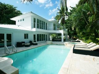 Waterfront refurbished villa in a residential area, Fort Lauderdale