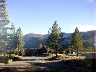 One Bedroom, Walking Distance to Eagle, View!, Mammoth Lakes