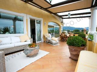 Spacious and elegant apartment near Sorrento town, Meta