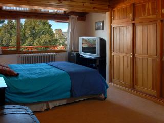 3 BEDROOM/ 2.5 BATH (J46) CLOSE TO DOWNTOWN! - San Carlos de Bariloche vacation rentals