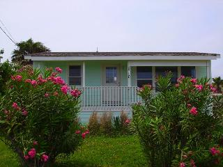 Gulfshore Cottage Pet friendly,fenced in yard, large outdoor deck,, Port Aransas