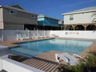 Sea Lime Cove 3/2 newly furnished, pet friendly, sleeps 12, Port Aransas