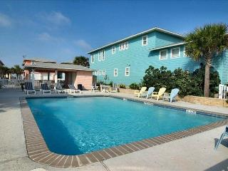 Hakuna Matata, 4 bedrooms, 3.5 bath, gulf views! Community Pool, Port Aransas