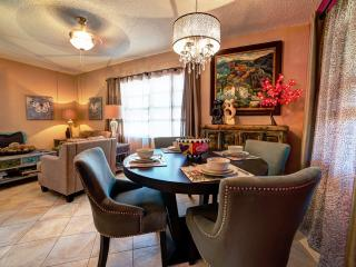 Palm Cottage. Screened & sun patios. Upscale., Fort Lauderdale