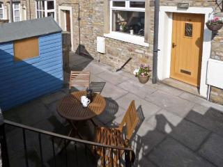 SWEEPS COTTAGE, family-friendly, central location in Skipton Ref. 18034