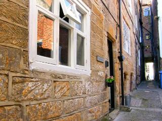 INGLENOOK COTTAGE town centre, open fire, close to amenities in Whitby Ref 28267