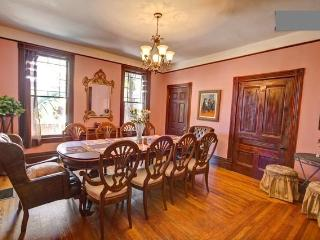 DowntownVictorianVilla-Walk2All:StateSt,Dwntwn,Bch - Santa Barbara vacation rentals