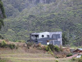 Quarry Hill Lookout A luxurious,  property located in Dover in Tasmania's Far South