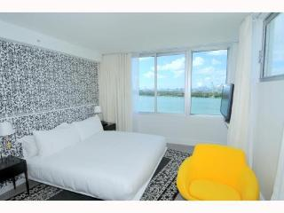 Best Sunsets in Miami~Mondrian Three Bedroom with Bay View and Balcony!, Avon Park