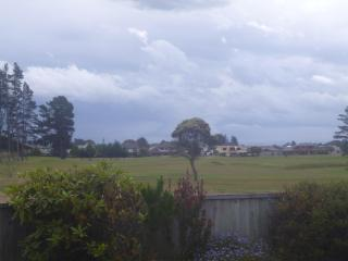 Sunny 2 Bedroom Apartment-overlooking golf course, Christchurch