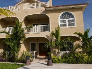 Luxury Vacation Home Grace Bay, Providenciales