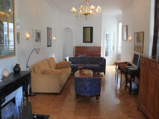 Heart of Paris Vacation Rental Near Bistros and Markets