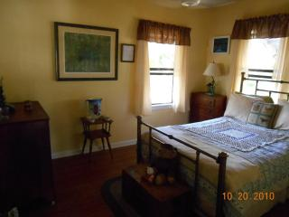 CUTE KEY WEST STYLE COTTAGE IN DANIA BCH. - Dania Beach vacation rentals