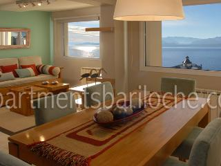 LUXURY 2 BEDROOM/ 1 BATH (SM3) AMAZING LAKE VIEWS!, San Carlos de Bariloche