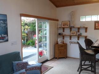 Cute & Cozy Pleasure Point Cottage, Santa Cruz