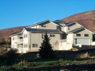 Hummingbird Springs Resort Home: Year-Round Fun and Adventure, Midway