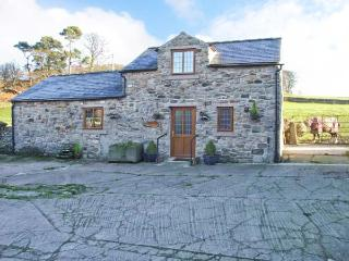 FLETCHERS BARN, wet room, WiFi, woodburner, flexible sleeping accommodation, country views, Ref. 29638 - Wirksworth vacation rentals