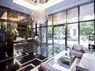 Lobby with receptionist and concierge