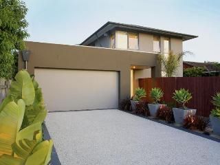 Double Storey modern family home close to beach, Hampton