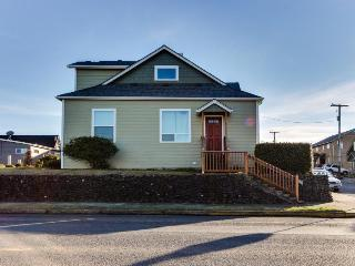 Bright, pet-friendly home with great ocean views, Newport