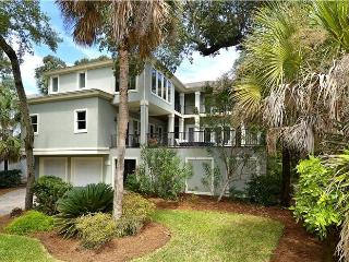 Luxury and Spacious Beach House - Steps to Beach!, Hilton Head