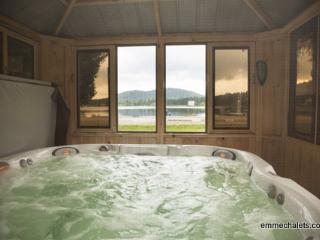emme Chalets - Wood Chalet with hot tub, fireplace, Sainte-Lucie-des-Laurentides