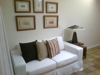 Beautiful 2bd/2br Condo near beach, Ondina Apart, Salvador