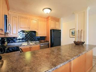 Beautifully Renovated Kamaole Sands Condo with an Ocean View., Kihei