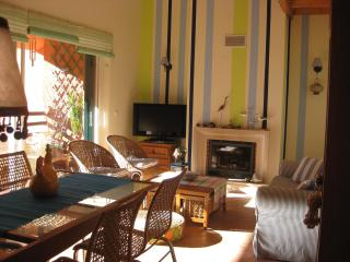 CHARMING BEACH APARTMENT IN GOLF RESORT AT 30 MINUTES FROM LISBON, Charneca da Caparica