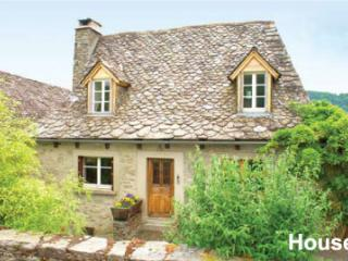 large family house in pretty village in aveyron, Lacroix-Barrez