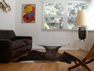 Sunny apartment in the best part of Santa Monica