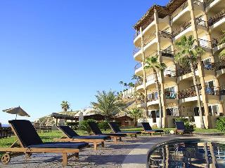 Brand New renovated Beachfront Condo-3 Bedrooms/Prime surf beach, Cabo San Lucas