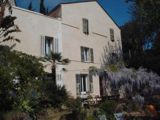 Beautiful, Pet-Friendly 4 Bedroom House by the Seaside, Carqueiranne