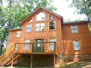 Great 4 bedroom 3 bath cabin in the Smokies.  Greenbriar Lodge - Pigeon Forge vacation rentals