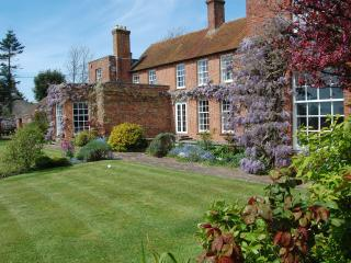 Old Walls - luxury & spacious. New Forest coast - Hampshire vacation rentals