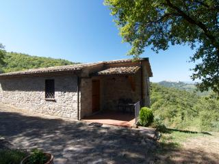1Br Stone Cottage with romantic view and a pool, Montone