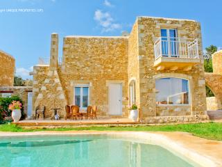 Traditional Cretan Villa with Pool, near the Beach, Chania