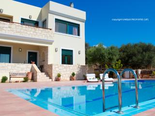 Holiday Villa with Pool and Large Garden in Chania, Chania Town